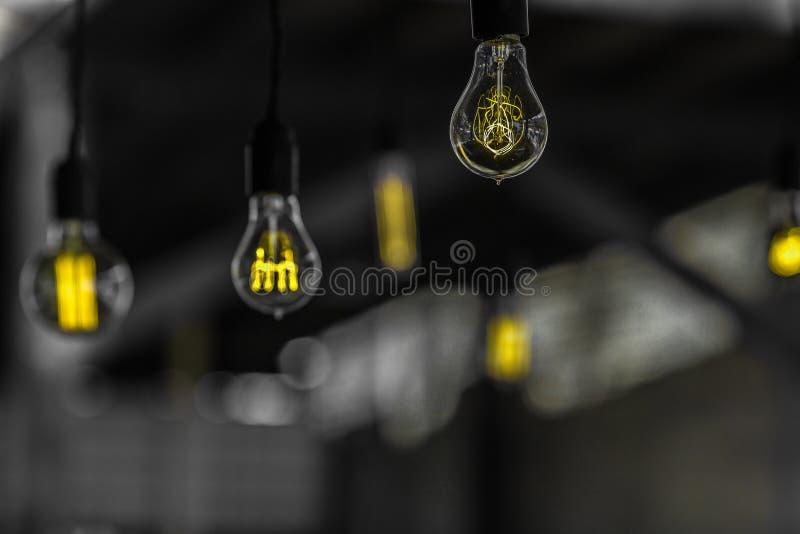 Einsame Glühlampen stockbild