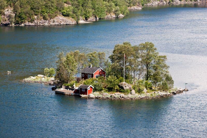 einsame h tte norwegen stockfoto bild von panorama. Black Bedroom Furniture Sets. Home Design Ideas