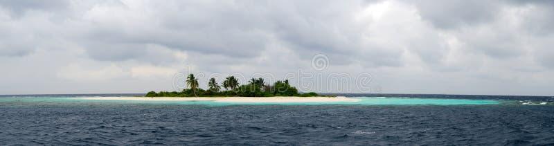 Einsame Insel im Meer stockfotografie