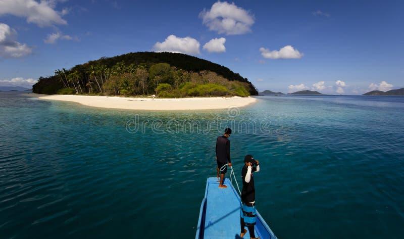 Einsame tropische einsame Insel lizenzfreies stockfoto