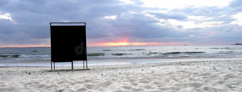 Download Einsamer Ankleidender Stand Stockfoto - Bild von wasser, wolken: 33332