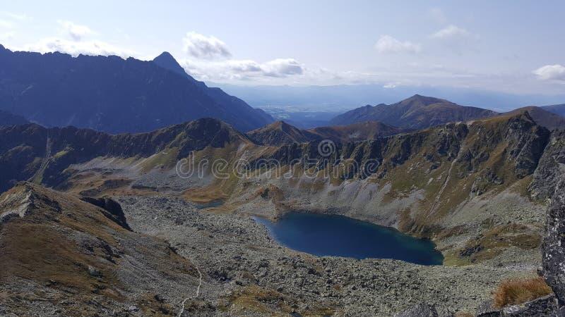 Einsamer See im Berg lizenzfreie stockfotografie