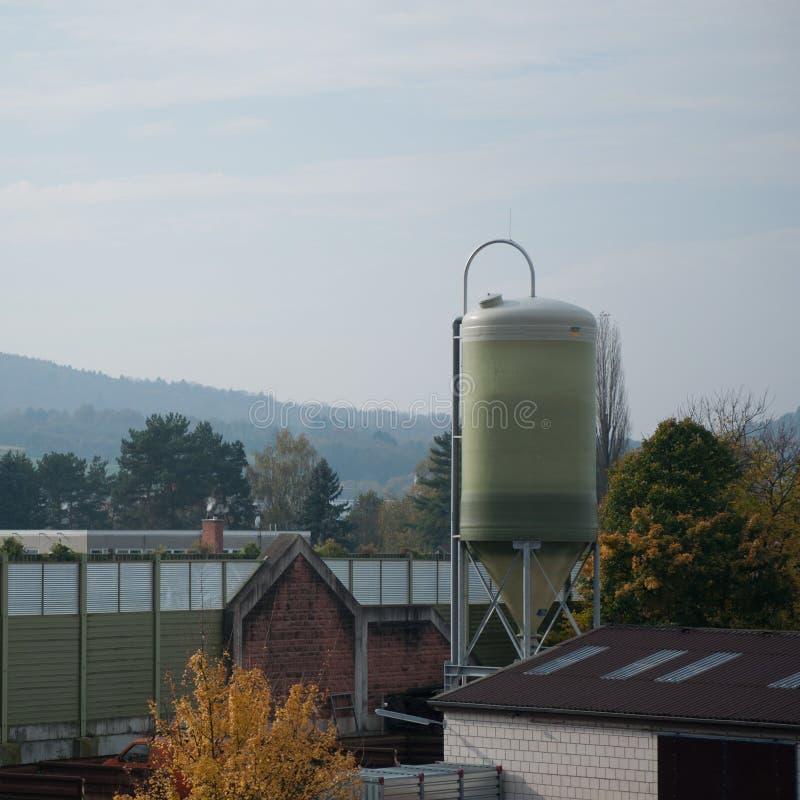 Download Einsamer Tankage stockbild. Bild von einsam, deutschland - 106803619