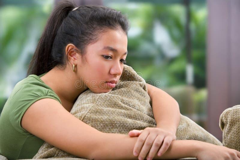 Einsamer weiblicher Jugendlicher lizenzfreies stockfoto