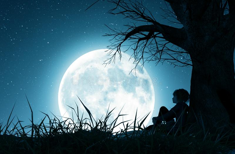 Einsames Mädchen, das allein unter dem Baum sitzt und zum Mond schaut stock abbildung