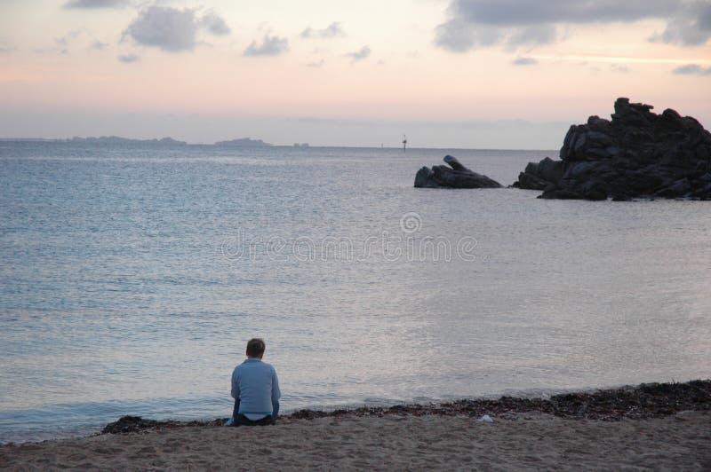 Einsamkeit auf dem Strand lizenzfreie stockbilder