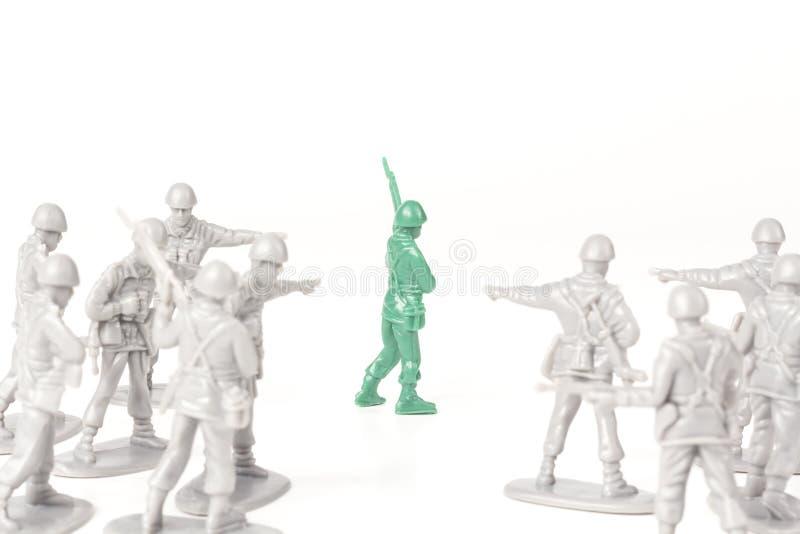 Einschüchterungstoy soldiers lizenzfreies stockbild