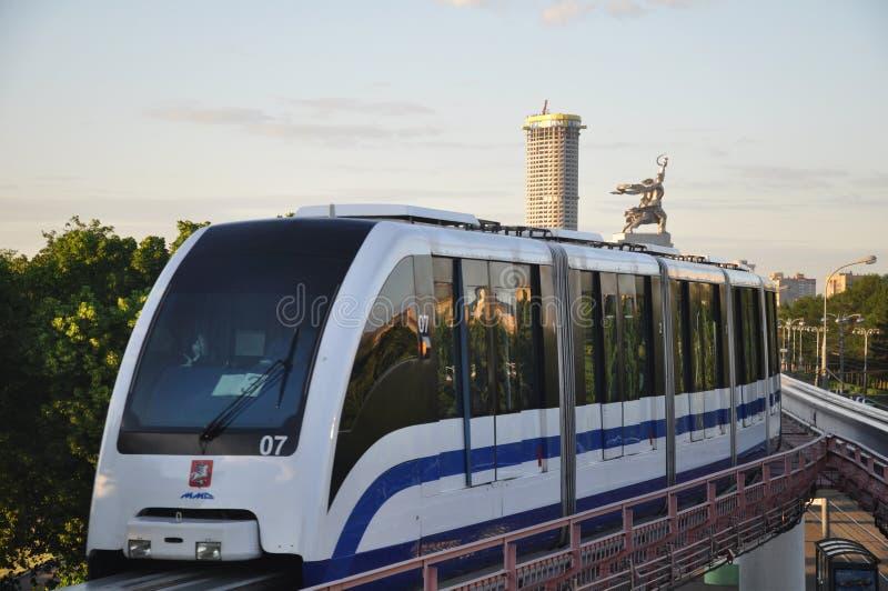 Einschienenbahnzug. lizenzfreie stockfotografie