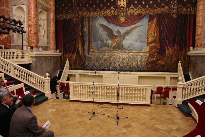 Einsiedlerei-Theater in der Halle des alten europäischen Theaters lizenzfreies stockbild