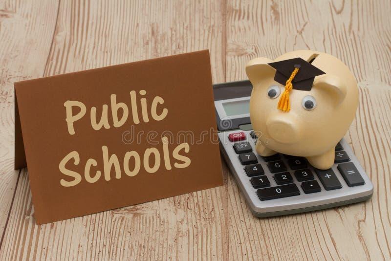 Einsparung auf Bildung durch den Besuch von allgemeinen Schulen lizenzfreie stockbilder
