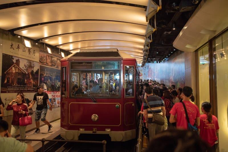 Einsteigezeit an der Höchsttram Hong Kong, inddors Weinlese historisch lizenzfreie stockfotos