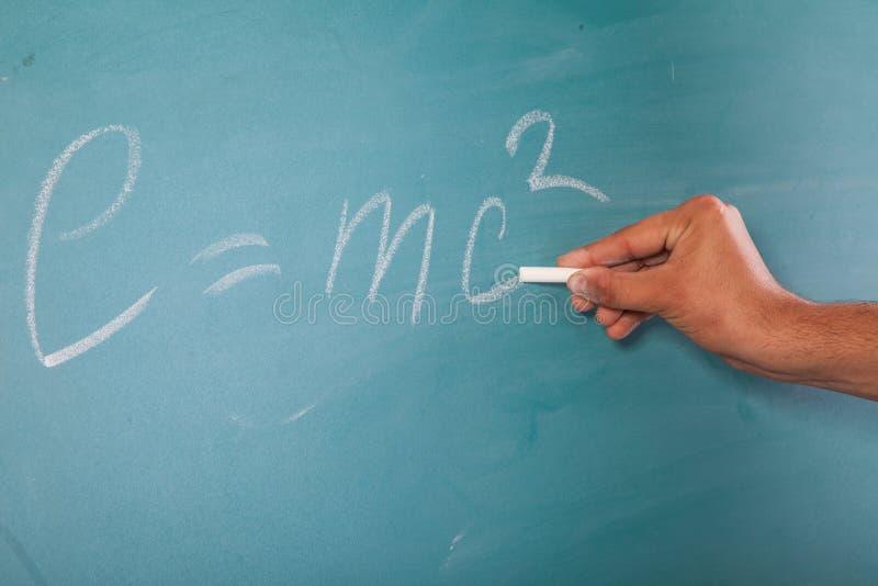 Einstein formuła E=mc2 na blackboard zdjęcia royalty free