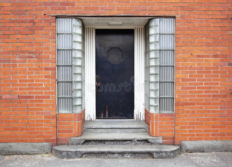 Einstiegstür des Gebäudes stockbild
