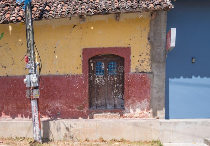 Einstiegstür in Granada stockfoto