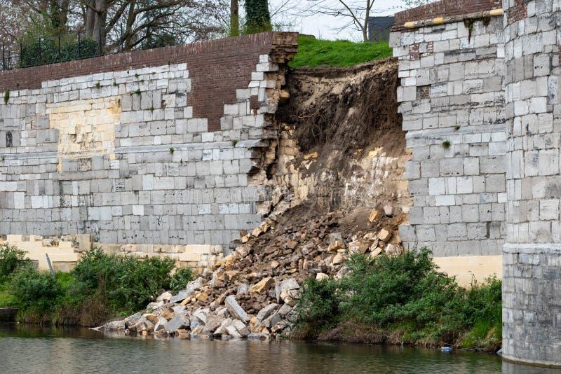 Einsturz mittelalterlicher Maastricht-Wand lizenzfreies stockbild