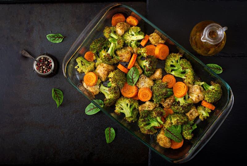 Eintopfgericht des gebackenen Gemüses und der Hühnerleiste Gesunde Nahrung stockbild