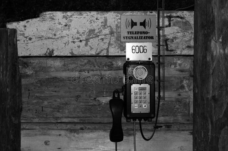 Eintritt, Notruftelefon, zum um Hilfe im Falle der Gefahr unterhalb der Erdoberfläche zu rufen stockfotografie