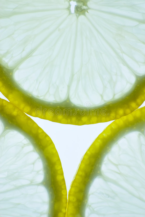 Einzeln aufgeführt von geschnittener Zitrone stockbild