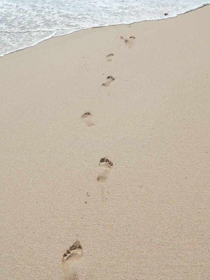 Einzelne Abdrücke auf dem Strand stockfotografie