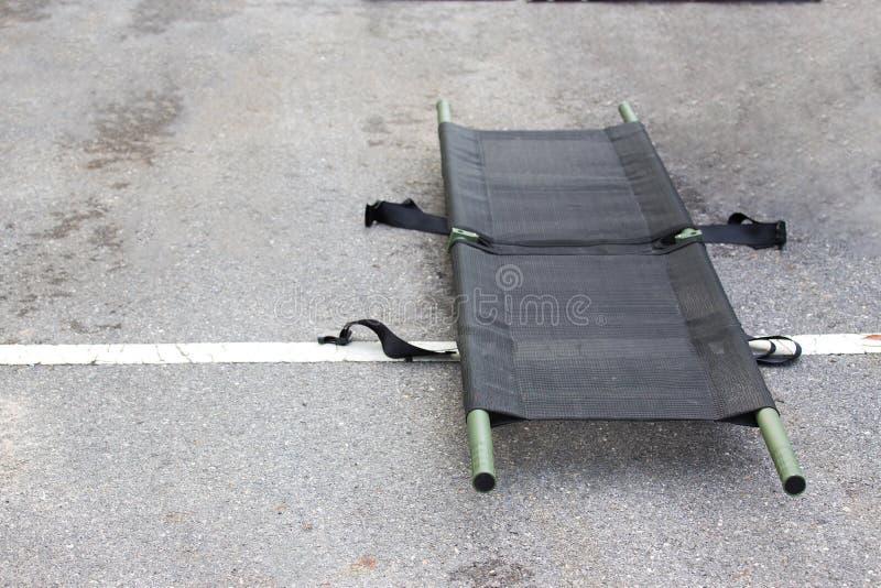 Einzelne helle tragbare Bahre für medizinische Evakuierung lizenzfreies stockfoto