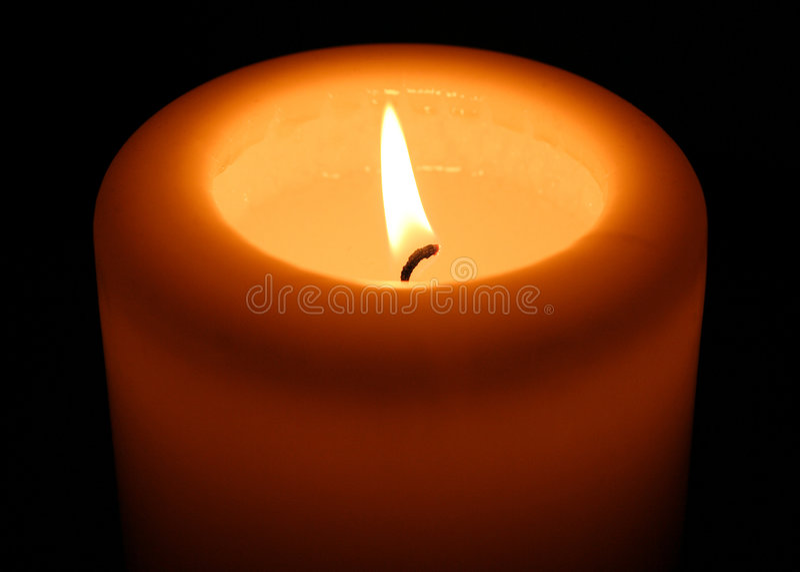 Einzelne Kerze stockbild