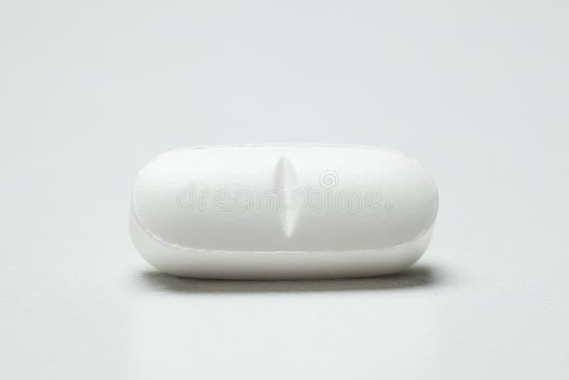 Einzelne weiße Pille lizenzfreie stockfotografie