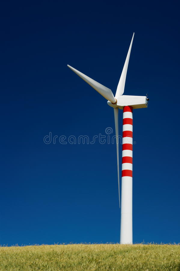 Einzelne Windturbine stockfotos