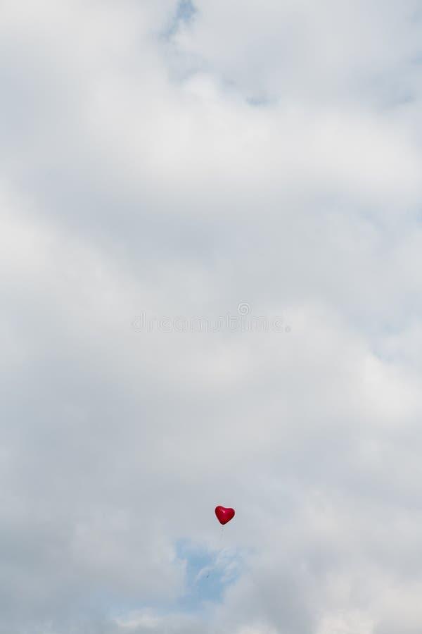 Einzelner Herz-Ballon stockbilder