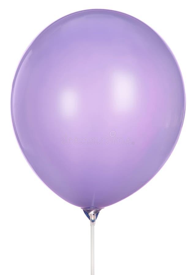 Einzelner lila Ballon lokalisiert auf weißem Hintergrund lizenzfreie stockfotos