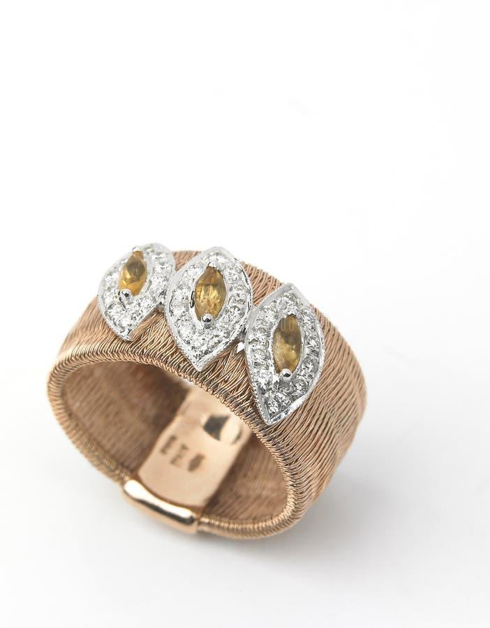 Einzelner Ring mit Diamanten lizenzfreies stockfoto