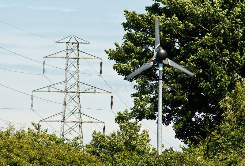Einzelner Windstromgenerator lizenzfreies stockbild