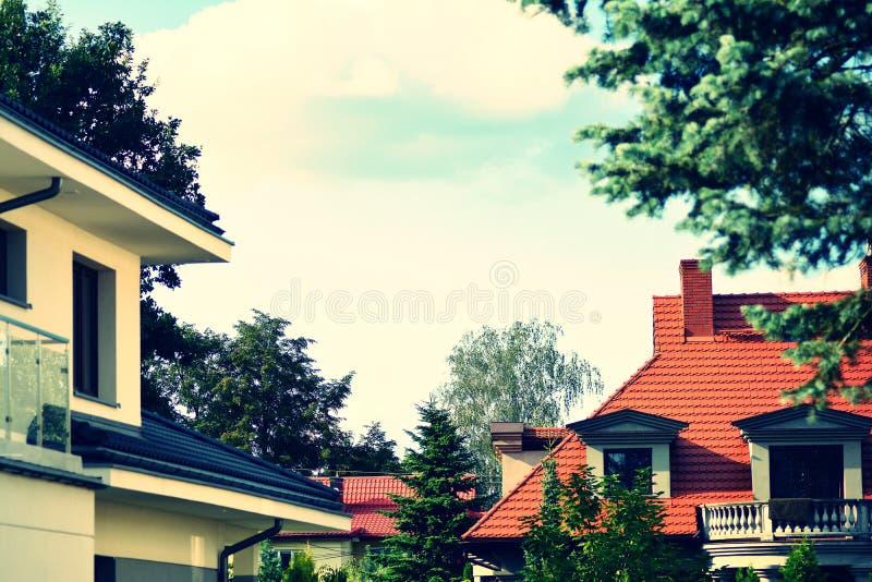 Einzelnes Familien-Haus Retro- stilisierter bunter Ton- Filtereffekt stockfotos