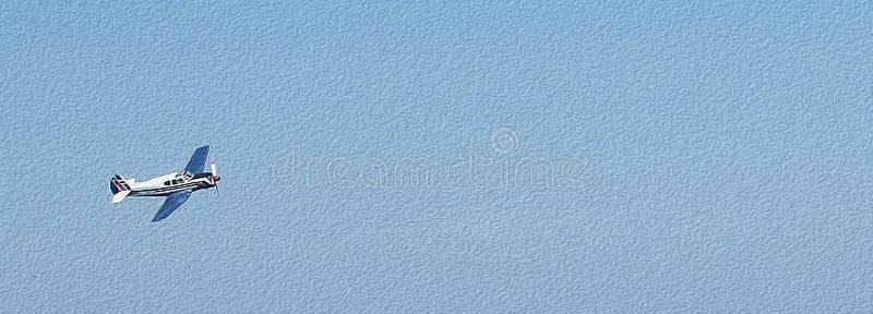 Einzelnes Flugzeug fliegt einsames im klaren blauen Himmel, kleiner Sport Flugzeug, Beschaffenheit des Ölgemäldes stockfotografie
