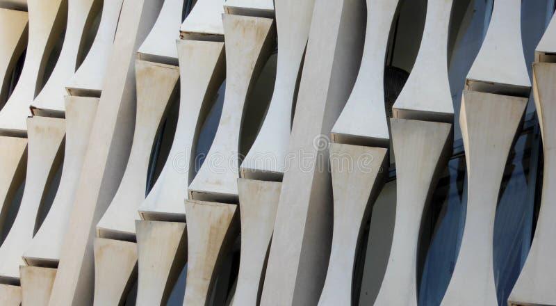 Einzigartige Architekturunterstützungen auf der Außenseite des Unabhängigkeitspalastes Saigon stockfotografie