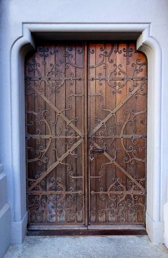 Einzigartige Elvish mittelalterliche verzierte Tür lizenzfreie stockfotos