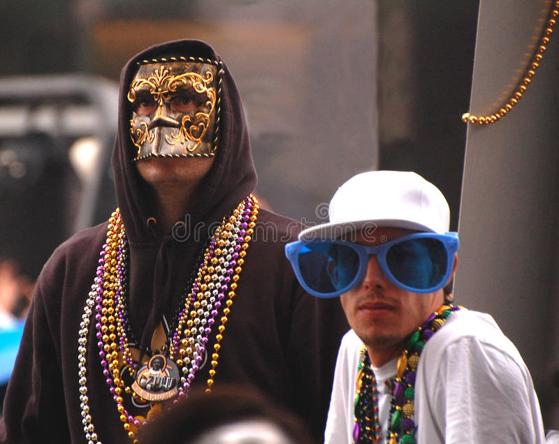 Einzigartige Kostüme, zum von Mardi Gras Parade aufzupassen stockbilder