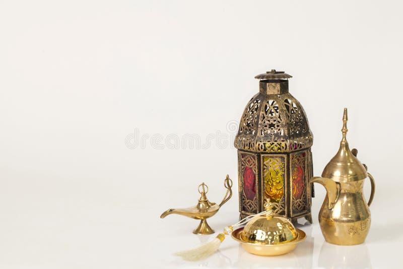 Einzigartige Laterne, arabisches Kaffeetopf ` Dallah-` lizenzfreie stockbilder