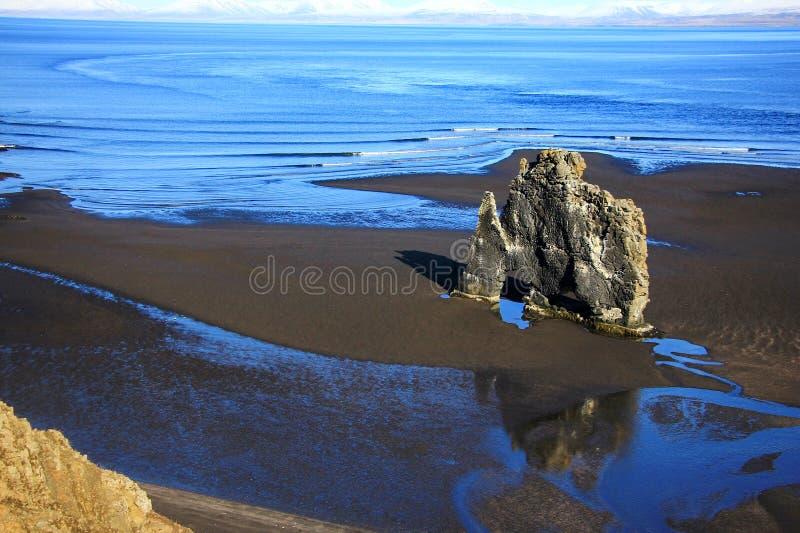 Einzigartiger Basaltfelsen Hvitserkur in Island stockbilder