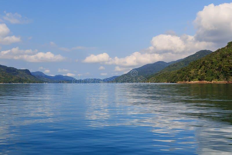 Einzigartiger tropischer Fjord von Brasilien - Saco tun Mamangua, Berge, B lizenzfreies stockbild