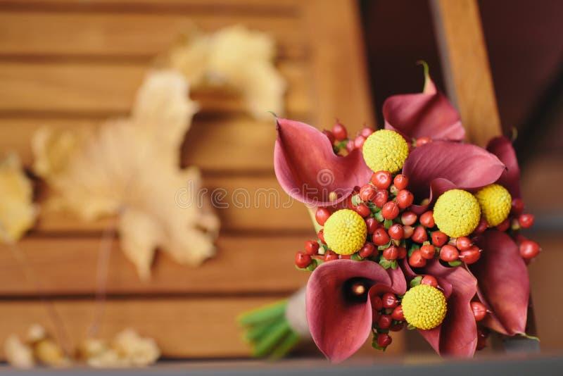 Einzigartiger und ungewöhnlicher Herbstfall-Hochzeitsblumenstrauß lizenzfreies stockfoto