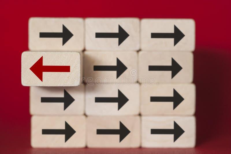 Einzigartigkeit, Unterschied, Individualität und Stellung heraus vom Mengenkonzept stockbild