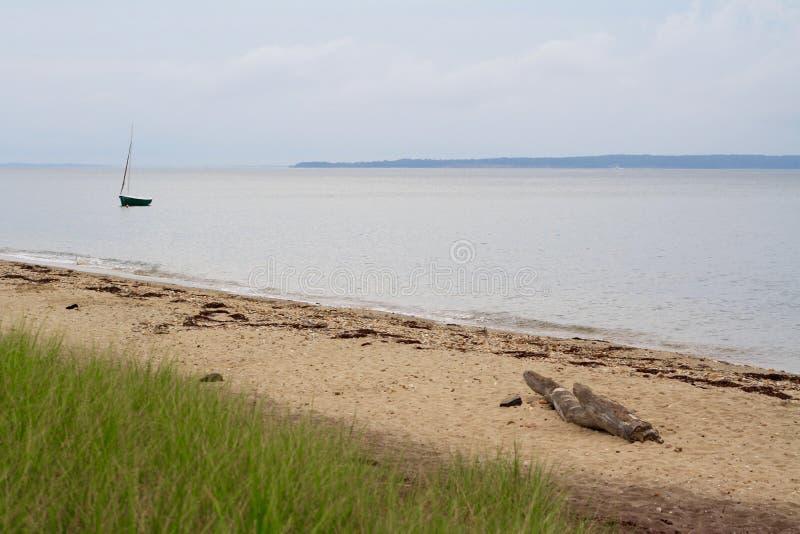 Einzige Segelboot Gardiners-Bucht das Hamptons Long Island New York lizenzfreie stockbilder