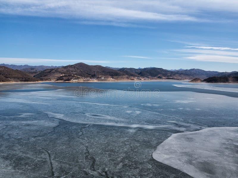 Eis auf dem See stockfotografie