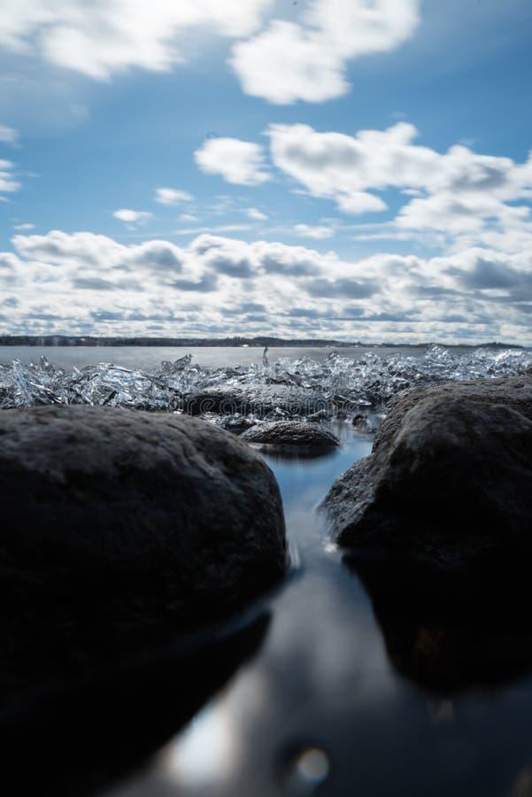 Eis auf See Pyhäjärvi in Tampere lizenzfreies stockbild
