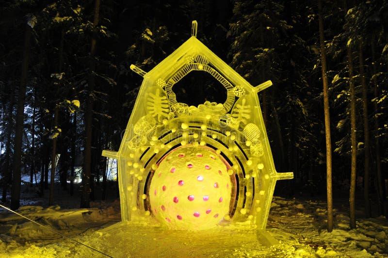 Eis-Eis-Skulptur der Zellen-R stockbilder