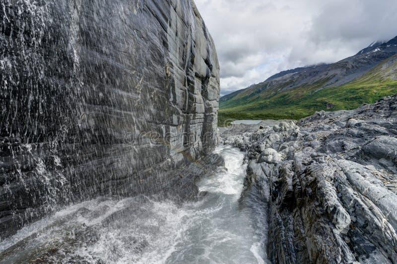 Eis-Höhle an Worthington-Gletscher in Alaska Vereinigte Staaten von Ameri lizenzfreie stockfotografie
