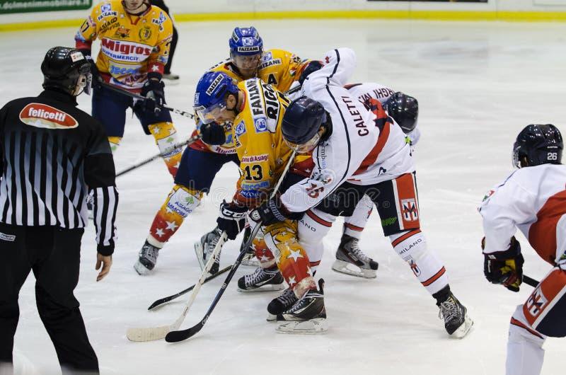 Download Eis-Hockey redaktionelles stockbild. Bild von gesicht - 27725379