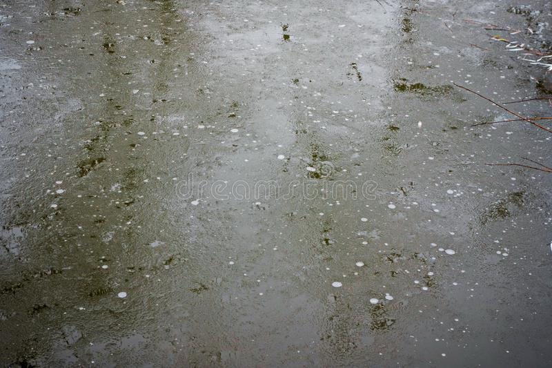 Eis ist zu dünn stockbilder