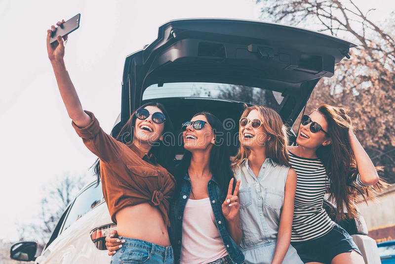 Eis porque nós tomamos viagens por estrada! fotos de stock royalty free