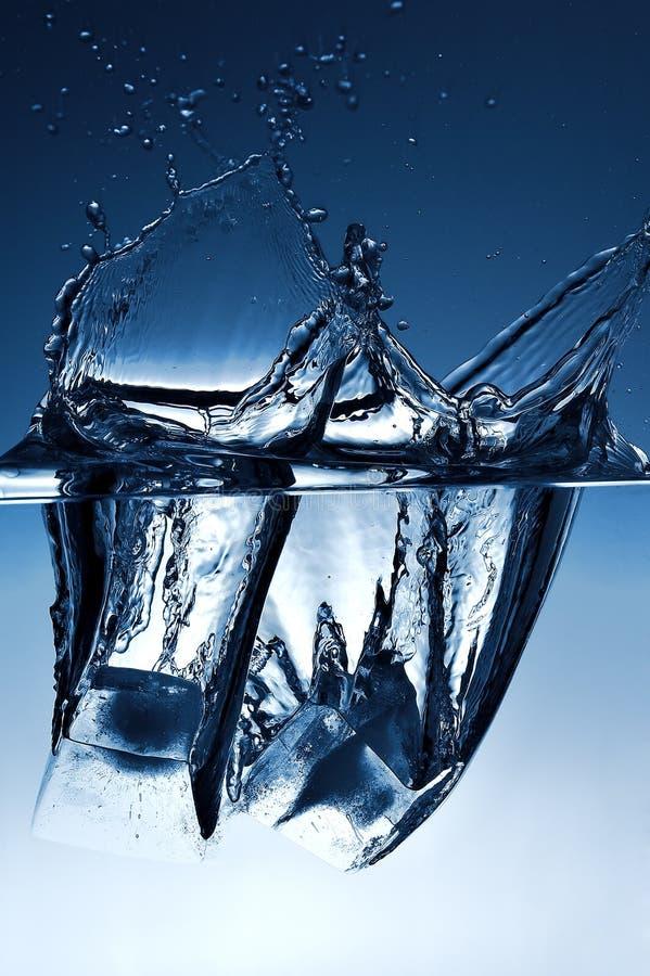 Eis und Wasser stockfoto